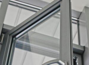 ремонт алюминиевых и деревянных окон
